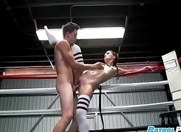 Scolding Fucks Gia Paige - Prizefighting Brunette Fucks Just about Burnish apply Bray